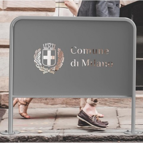 RECLAME barrier in powder coated steel with advertising panel